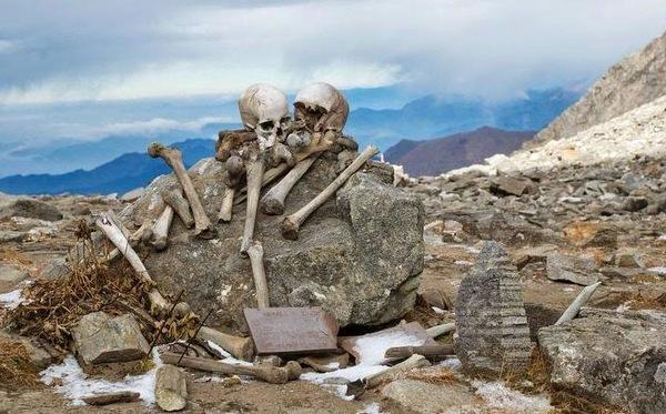 """Le mystère du """"lac des squelettes""""."""
