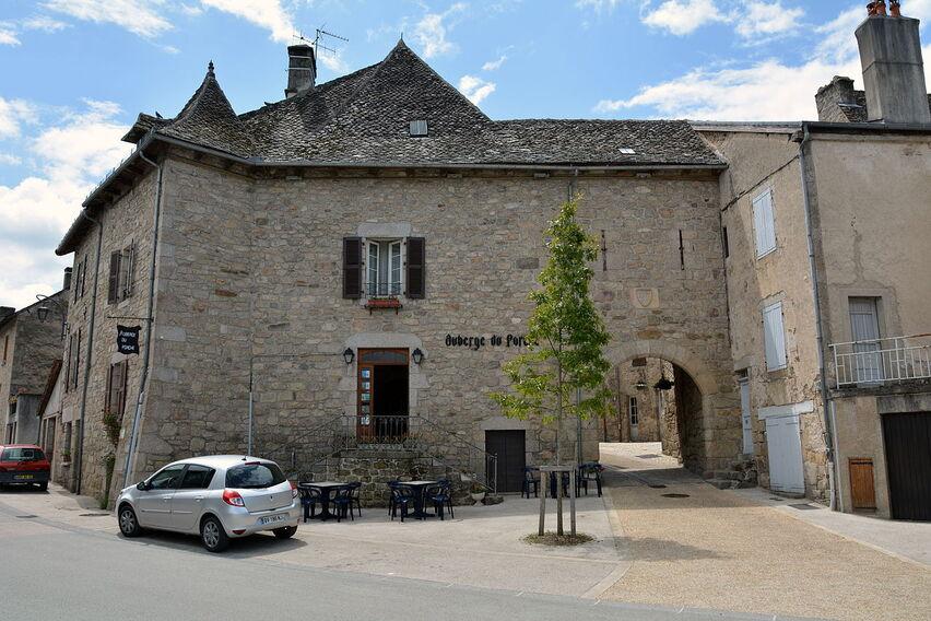 Porte du village de Marcolès DSC 4005 - Copie.JPG