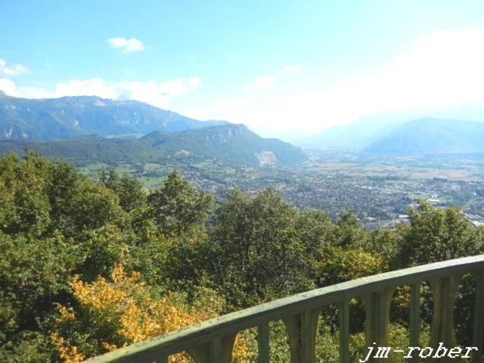 Isère,tout la haut sur la montagne, elle attire le randonneur.......