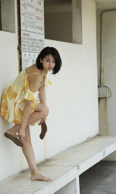 WEB Gravure : ( [Digital shupure photo collection] - Rena Takeda : 100メートル先の片想いから20センチ手前の恋。/A love 20 centimeters from an unrequited love 100 meters away. )