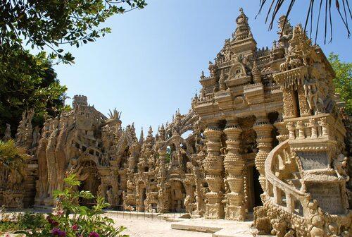 """""""Le palais idéal"""" du facteur Cheval, une esthétique proche de l'exhubérance des temples dravidiens"""