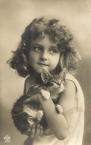 """""""Je me souviens de ce jour là, Tonton Honoré m'avait offert un petit chat. Je l'avais appelé Réglisse."""""""
