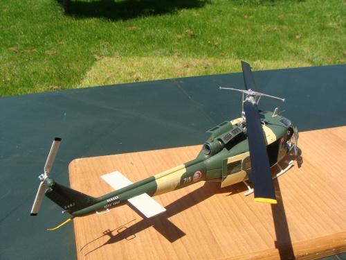 Maquette hélicoptère Bell UH-1D Armée de l'Air Tunisienne L81 715 au 1/32