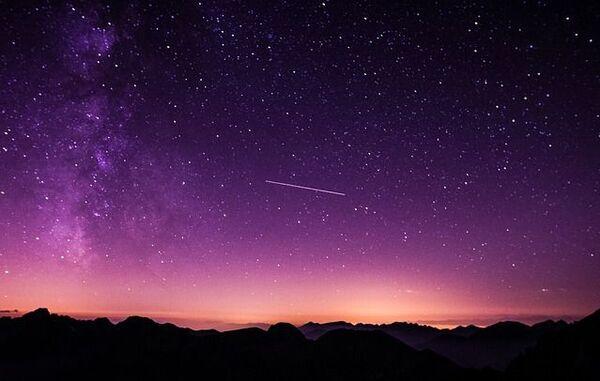 La Nuit des étoiles se déroule chaque année à une date proche du maximum de l'essaim météoritique des Perséides. L'occasion d'observer de nombreuses étoiles filantes. Le thème de cette 25e édition est « Climat, biodiversité et atmosphères planétaires ». © Unsplash, Pixabay, DP
