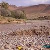taliouine - les enfants jouant dans l\'oued