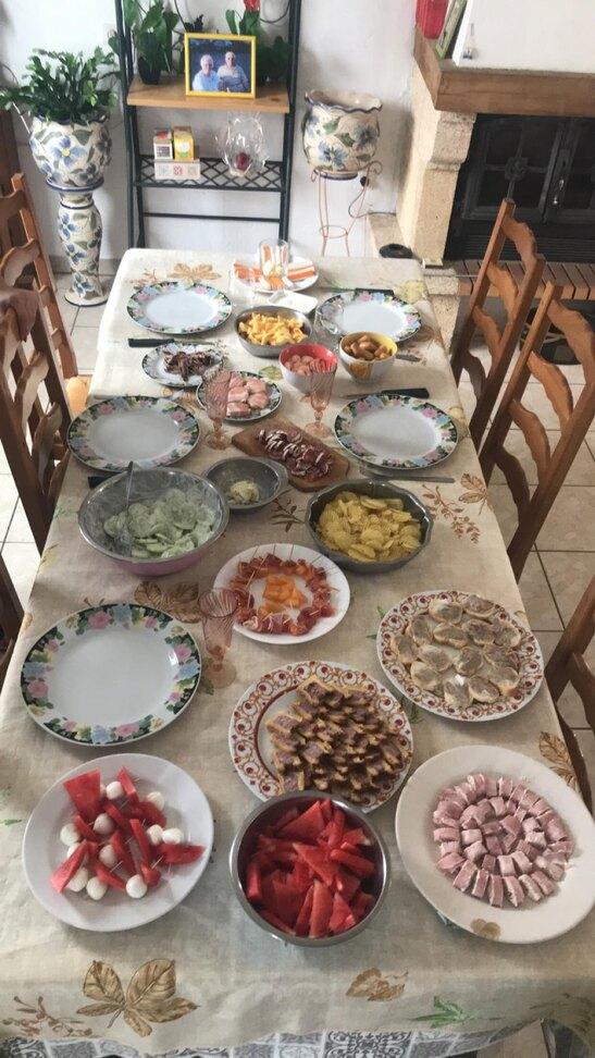 le 5 mon anniv les jeunes avec lily mon preparer un bon repas.....trop bien ma journée