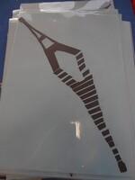 Les monuments de Paris se reflètent sur la Seine .....