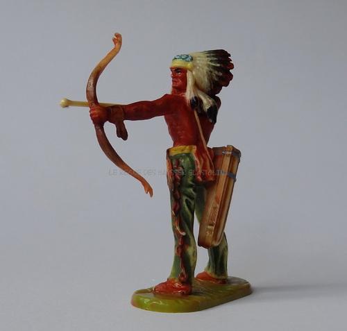 Réf: 6868 Archer Indien debout tirant avec son arc