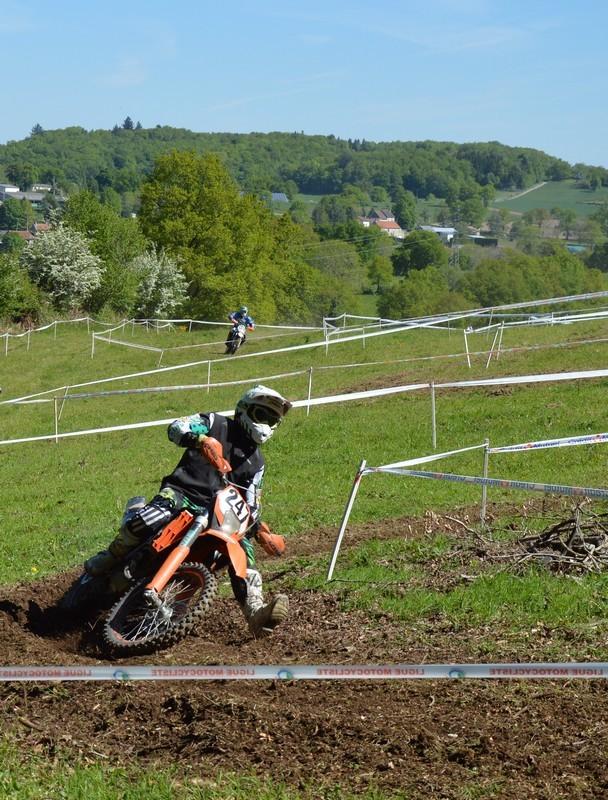 Blog de sylviebernard-art-bouteville : sylviebernard-art-bouteville, Championnat de France d'Enduro de Motos anciennes et Family Enduro .CHAMPAGNAT 18.05.2014