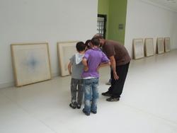 Visite de l'exposition de Benji à Dar El Kalima