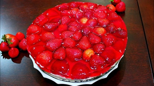 How to Make Strawberry Jello Cake