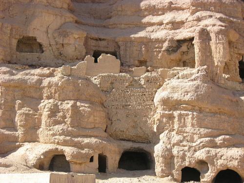 statues colossales de Bouddha dans la région afghane de Bamiyan...