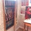 l'armoire où attendent les instruments à régler: ouverte..