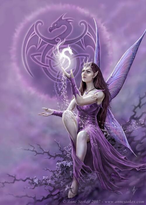 Une fée en plein entraînement magique.