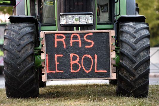 Les éleveurs de porcs, de bovins et les producteurs de lait protestait contre la non application, selon eux, de l'accord conclu sous l'égide du ministère de l'agriculture, il y a quinze jours, censé faire remonter les prix.