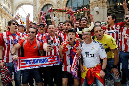 Les supporters de l'Atletico Madrid dans les rues de Milan avant la finale face au Real, le 28 mai.