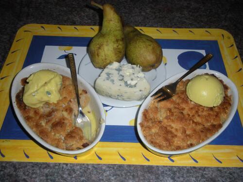 crumble aux poires et sa glace au Roquefort