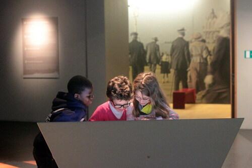 """[4e année] Visite de l'exposition """"14-18: C'est notre Histoire"""""""