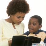 Comment lire la Bible à haute voix pour les enfants