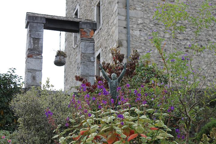 Dans les jardins du château
