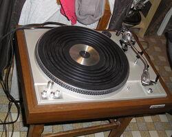 platine tourne disque avec ampli et baffles