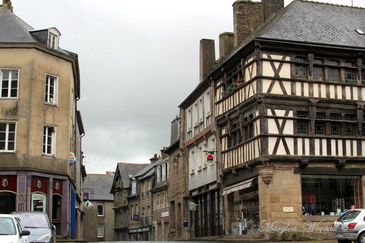 Bretagne : Quintin petite cité de caractère 1/3