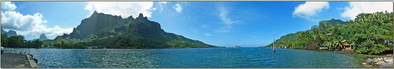 Panorama sur la baie de Cook avec le paquebot Paul Gauguin : Fairurani (741 m), Te'ara'i (770 m), Mou'a Puta ou Montagne percée (830 m), Rotu'i (899 m) - Moorea - Polynésie française