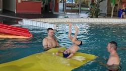 Vers la fin de la piscine pour les CE1