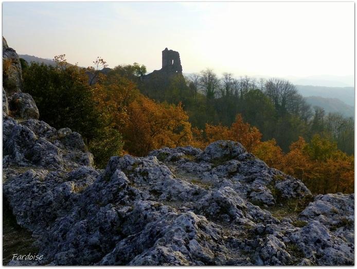 Rochers et ruines à la Baume Cornillane