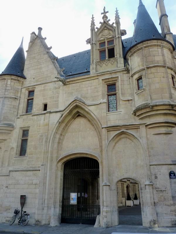 47 - Hôtel de Sens