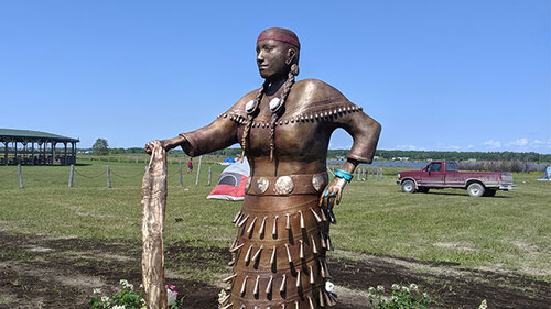 une statue en bronze