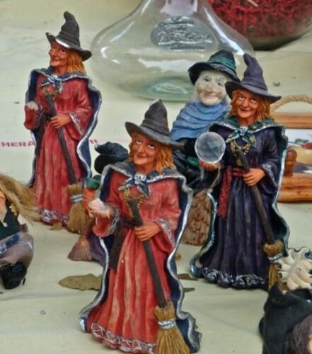 sorciere-balai-Halloween-bibelot-2.jpg