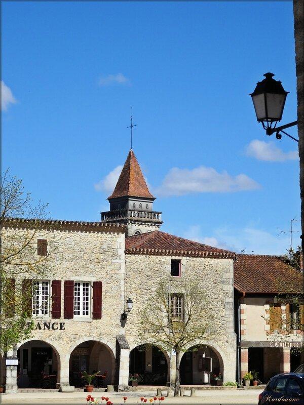 Photo de la place à arcades de Saint-Julien
