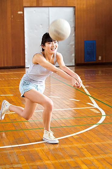 Magazine : ( [Young Gangan] - 2016 / N°12 - Kyouka, Kaho Mizutani & Erika Staring )
