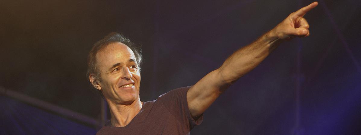 Jean-Jacques Goldman participe à un concert au profit des Restos du cœur, le 20 juillet 2014, à Ouveillan (Aude).