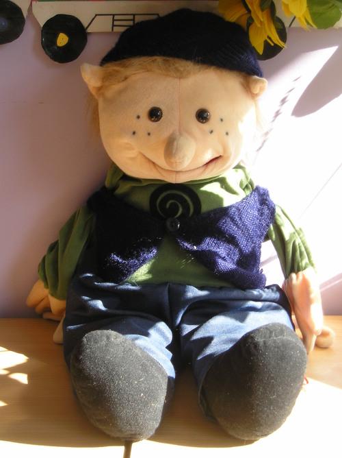 Voici Ernest! Il participe à toutes nos activités. Chaque Week-end, Ernest part chez un élève. Au retour, le lundi, les enfants racontent ce qu'ils ont fait avec Ernest grâce au cahier de vie.