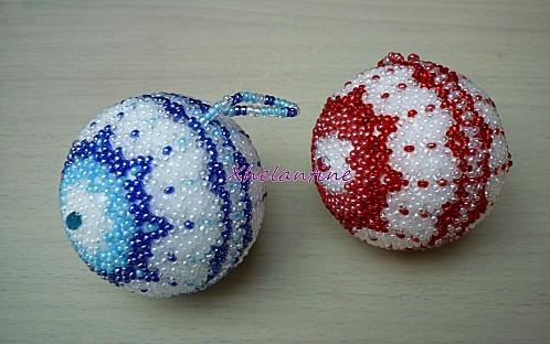 boules de noel bleu blanc et rouge blanc