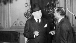 1936 M. Salengro, ministre de l'Intérieur, et un journaliste (cliquer sur la photo pour l'agrandir)