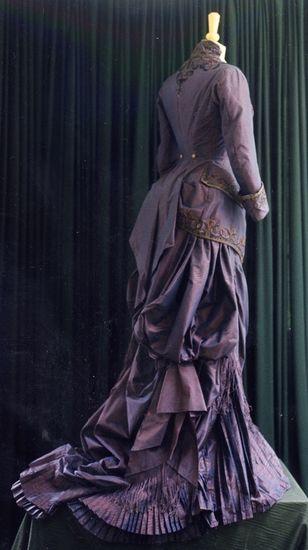 Robe à tournure - Acte 1 - scène 2