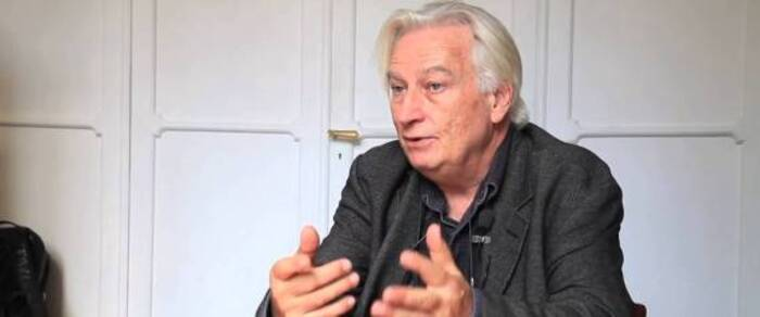"""La France doit aller """"plus loin"""" dans la reconnaissance des crimes coloniaux commis en Algérie  selon Gilles Manceron"""