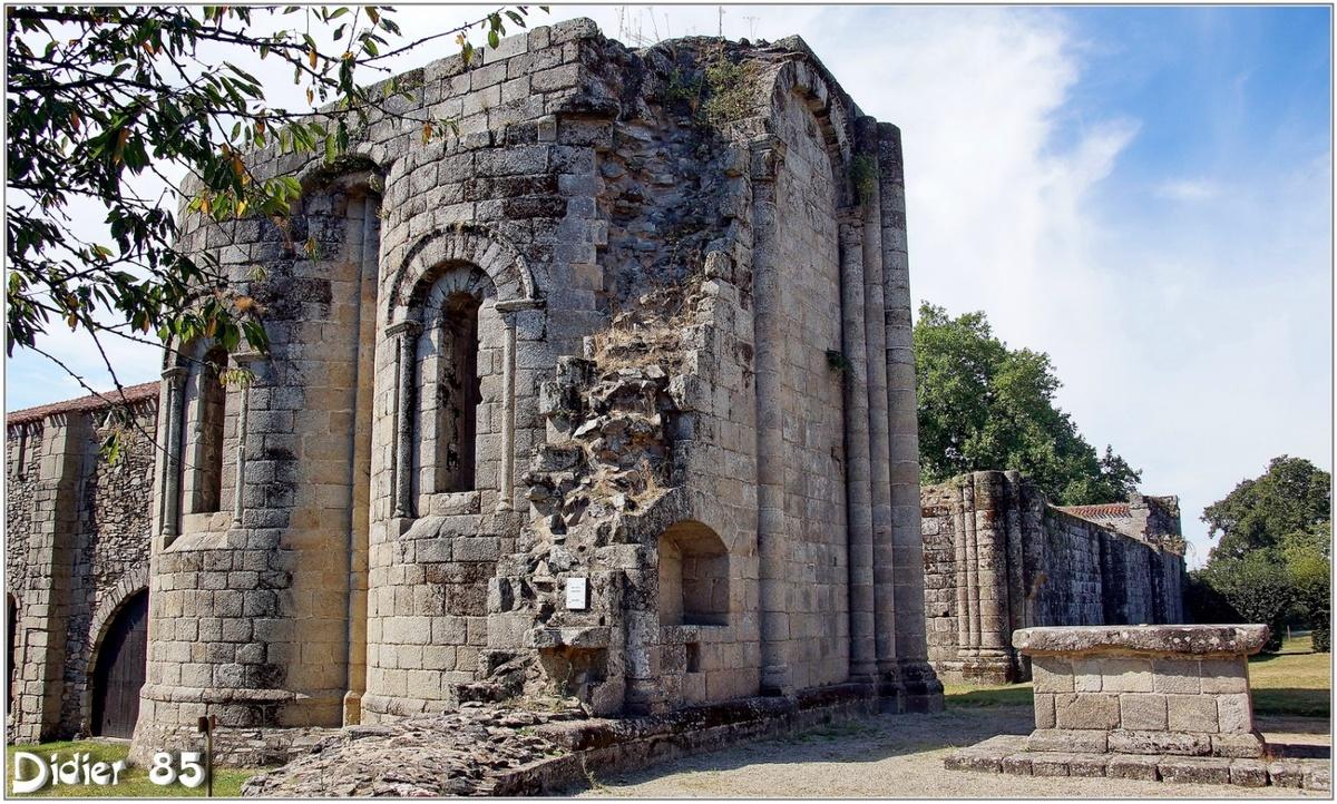 (85) Vendée - Les Herbiers (5) - Abbaye Notre-Dame de la Grainetière 4