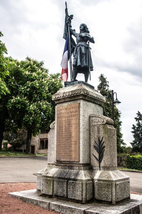 Monuments aux morts en Roannais #21, Pouilly les Nonains, avril 2014