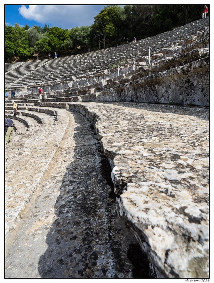 Epidaure :gradins du  théâtre