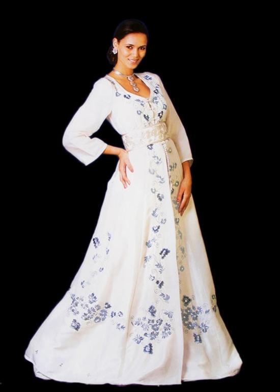 Caftan avec manches 3/4 et une broderie sublime de haute couture, caftans pas cher moderne pour mariage marocain KAF-S838