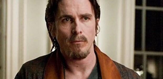 Bruce-Wayne-Christian-Bale-est-mal-en-point_portrait_w858.jpg
