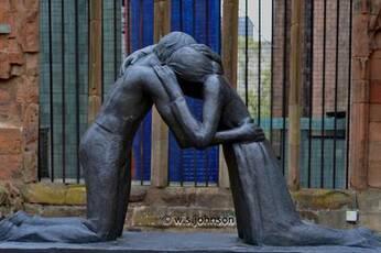Réconciliation -sculpture de Josefina de Vasconcellos