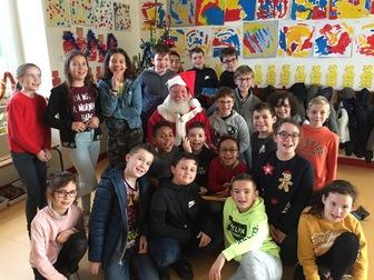 Le père Noël dans l'école