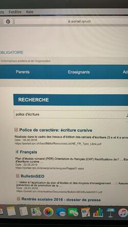 Police d'écriture romande liée ENFIN CORRECTE!