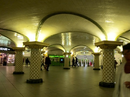 Agression publicitaire dans le métro: Dior, Milka & co
