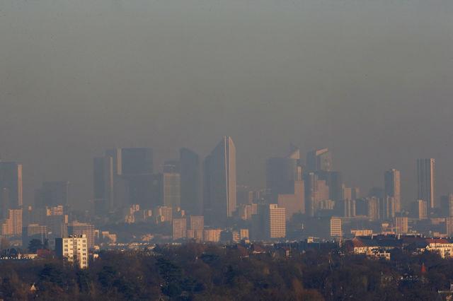 Paris sous les particules fines dues aux transports, aux feux de cheminée et aux industries (5 décembre 2016)